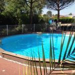 Prendez votre repas en terrasse et profitez de notre piscine par la suite!
