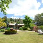 Valley Guest House Front Lawn