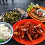 Ikan Trakula, Kepiting Saus Dandito, Kangkung Asap, dan Nasi