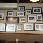 Painel com fotos em preto e branco de Porto Alegre