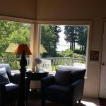 Floras Lake House Bed & Breakfast