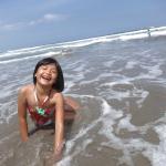Keceriaan anak-anak bermain ombak di Pantai Kuta