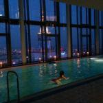 La piscina. Una zona muy interesante del hotel. El agua está un poco fría pero vale la pena mete