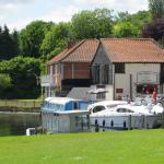 Picture postcard pub on the Broads