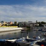 Zicht op de haven van Torre a Mare
