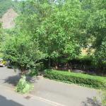 Uitzicht vanaf 1e etage, achter de bomen zie je de moezel