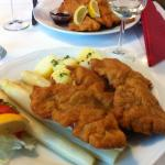 Wiener Schnitzel with white asparagus - a rare, exquisite combination