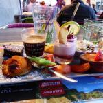 Café gourmand qui regroupe tous les desserts !