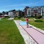 Derrière les résidences, le front de mer