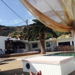 Vista de la pileta desde una de las camas que estan en la zona de pool