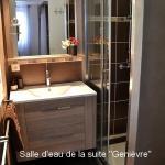 """La salle d'eau de la suite """"Genièvre"""""""