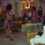 spectacle dans le bar central