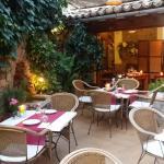 Restaurante muy alegre y bonito