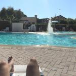 Bella piscina... Molto rilassante! Possibilità di prendere da mangiare al ristorante vicino e ma