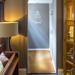 Wellington Inn, interior