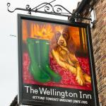 Wellington Inn, sign