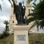 Estátua de Santo Agostinho, em Annaba