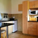 Open paln studio chalet kitchen with microwave/frying pan, NO STOVE