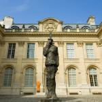 La statue du Capitaine Dreyfus, oeuvre de Louis Mitelberg, dit Tim, dans la cour d'honneur du ma