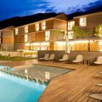 Anochecer zona piscina exterior Hotel Tierra de Biescas