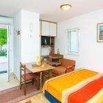 Campara 2 studio apartment living & sleeping area