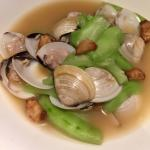 Luffa with clams