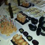 Una de las tablas de queso variadas del buffet