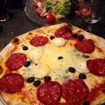 Très bon restaurant , œuf mimosa pizza très bonne au fromage salade raclette consistante . Parfa