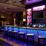 Radisson Hotel Whittier  Bar/Lounge