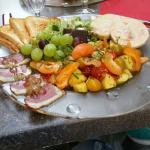 Salade de foie gras .  Sucré  salé, chaud et froid . Une turie à  prendre à 1000%.explosion  de