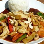 """Hühnerfleisch """"Kung Pao"""" mit Gemüse und Cashewnüssen"""
