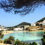 El hotel tiene una de las mejores playas de Ibiza
