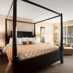 1 Queen Bed Bridal Suite