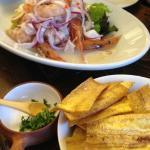 海老と甘鯛のセビチェと青いバナナのチップス