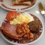 Café da manhã (você deve servir-se no buffet, este prato já esta montado)