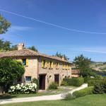 Foto de Urbino Resort - Tenuta Santi Giacomo e Filippo