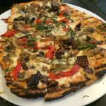 Tuscan fig and oyster mushroom pizza