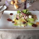 Piovra al vapore con patate verdure pomodorini secchi e olive