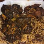 Golden Krust Caribbean Bakery and Grill Foto