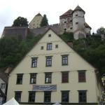 Ruínas do castelo vistas do centro da cidade