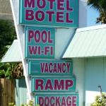 Photo de Royal Hawaiian Motel / Botel