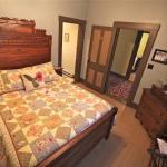 Kellogg Rm w Queen bed