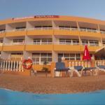 Widok na hotel z basenu
