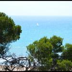 Navegando a vela por la costa de Garraf