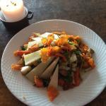 Ypperlig spisested med kulinarisk vegetarmat, hyggelig vertskap og særpreget interiør. Vi kommer