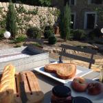 Al fresco 'petit dejeuner'