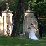 L'arrivée des mariés dans le parc