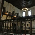 銀行当時の内装がそのまま残されている