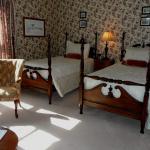 Hillsdale House Inn Twin Bed Guestroom