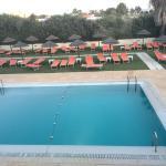 Quarto com vista para a piscina